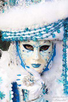 Full face venetian masks are beautiful.