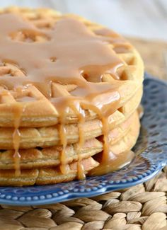 Peanut Butter Waffles - These tasty waffles are a great way to add a little more protein to your breakfast! The peanut butter syrup is absolutely divine! Peanut Butter Syrup Recipe, Peanut Butter Waffles, Peanut Butter Breakfast, Peanut Butter Filling, Peanut Butter Frosting, Peanut Butter Protein, Protein Foods For Kids, High Protein Recipes, Waffle Recipes