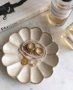 Cream Aesthetic, Classy Aesthetic, Gold Aesthetic, Diy Clay, Clay Crafts, Keramik Design, Ceramic Texture, Aesthetic Room Decor, Jewelry Photography