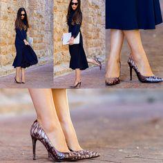 #Magrit El Blog de moda y belleza Whithourwithoutshoes nos propone un look lady, con un vestido con lazada al cuello ideal y nuestros espectaculares MILA de efecto pitón. Una combinación perfecta para estas fechas. http://www.magrit.es/es-ES/mila-taupenacar-479 http://www.withorwithoutshoes.com/…/estilo-lady-vestido-laz…