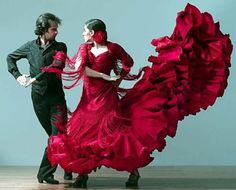 Flamenco baile pareja vestido de cola