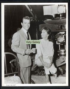 Surface details seen if direct light is applied. Eddie Fisher, Debbie Reynolds, Natalie Wood, On Set, Vintage Photos, Singing, Actresses, Actors, The Originals