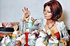 Nu știu dacă știați că Sophia Loren a scris nu una, ci două cărți de bucate. Prima, In cucina con Amore, a apărut în 1971, iar cea de-a doua a văzut lumina tiparului în 1999 (Recipes and Memories)....