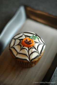 i heart baking!: halloween cupcakes - pumpkin cupcakes with browned butter cream cheese frosting