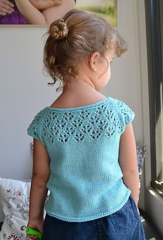 Ravelry: Project Gallery for Aures Minikins pattern by Rhiannon Owens Knitting Blogs, Sweater Knitting Patterns, Knitting For Kids, Crochet For Kids, Knit Crochet, Knitted Baby Cardigan, Baby Pullover, Kids Patterns, Baby Sweaters