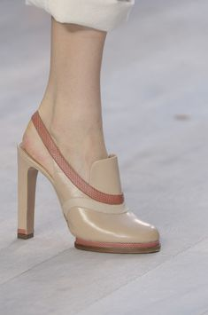 Chloé at Paris Fashion Week Spring 2012 - Details Runway Photos