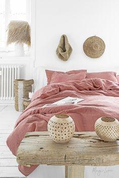 3 piece linen bedding set in Rust Pink. - 3 piece linen bedding set in Rust Pink. Bed Linen Sets, Linen Duvet, Duvet Bedding, Bed Sets, Duvet Sets, Duvet Cover Sets, King Comforter, Rose Duvet Cover, Black Bed Linen