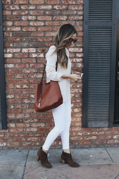Who said white jeans were exclusively for summer wear? We think not! Create yourself an all white winter style by pairing jeans with a knit sweater for a cute and cosy look. Via Merrick's Art. Outfit: Nordstrom,