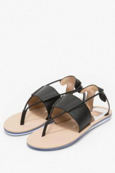 With a nod to the athletic trend, the Kalliope black leather sandal from Dolce Vita is all chic! Slight platform and corded leather detail. A comfortable fit.   Kalliope Black Sandal by Dolce Vita. Shoes - Sandals - Flat New Jersey