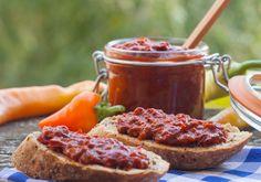 Így készül a tökéletes ajvár: bevált szerb recept szerint Ketchup, Caramel Apples, Chocolate Fondue, Nutella, Desserts, Food, Tailgate Desserts, Deserts, Essen