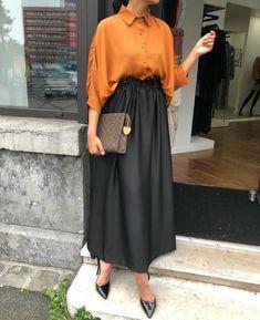 2019 Hijab Skirt Combs Black Elastic Skirt With Long Waist Yellow Shirt Shirt Black Stiletto Shoes – SadeKadınlar Moda ve Kombin Hijab Skirt Combs Black Skirt With Long Waist Yellow Skirt Shirt Black Stiletto Shoes # Tesettür the Modest Fashion Hijab, Modern Hijab Fashion, Hijab Fashion Inspiration, Hijab Chic, Abaya Fashion, Muslim Fashion, Mode Inspiration, Look Fashion, Fashion Dresses