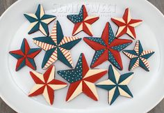Perfect for the Fourth of July, here's a easy tutorial to make patriotic barn star cookies. Star Cookies, Cut Out Cookies, Iced Cookies, Royal Icing Cookies, Fun Cookies, Holiday Cookies, Cupcake Cookies, Decorated Cookies, Frosted Cookies