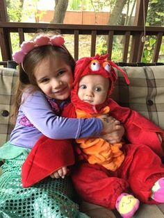 41 Halloween Costume Ideas That Are Perfect For Siblings Brother Sister Costumes, Brother Sister Halloween, Brother Halloween Costumes, Baby First Halloween, Pop Culture Halloween Costume, Cute Costumes, Family Costumes, Creative Halloween Costumes, Halloween Kids