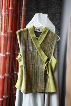 Great wearable vest...try it with handwoven fabrics (Vogue 8000)