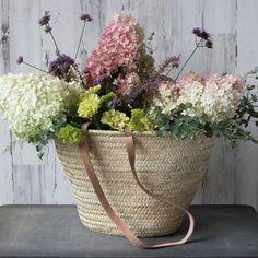 Printing Ideas Useful Beautiful Flowers Arrangements Videos Beautiful Flower Arrangements, Floral Arrangements, Beautiful Flowers, Beautiful Things, French Flowers, Silk Flowers, Colorful Flowers, White Flowers, Cane Baskets