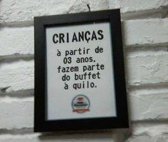 Uma triste realidade da língua portuguesa no Brasil. Algumas imagens que vocês verão abaixotêm erros assustadorese outras mostram o quanto escolher mal as palavras pode ser um tanto constrangedor…