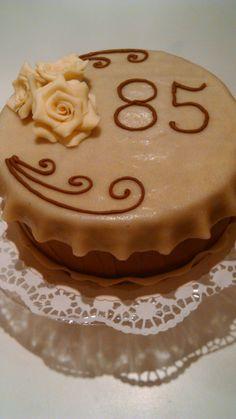 Marzipan-Aprikosen Torte