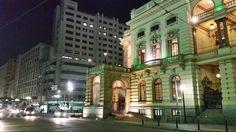 24 de agosto de 2014 - Lateral do Teatro Municipal. À esquerda o prédio do antigo Mappin, esquina da rua Xavier de Toledo com praça Ramos de Azevedo.