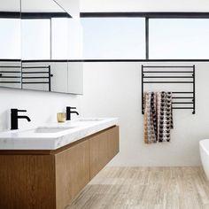 Casinha colorida: Dicas para planejar (ou reformar) o banheiro: os com apenas uma ducha e a pia