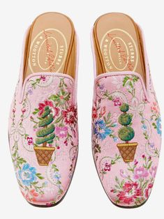 Get inspired and discover Stubbs & Wootton Exclusive Collection trunkshow! Shop the latest Stubbs & Wootton Exclusive Collection collection at Moda Operandi. Vogue, Floral Fashion, Luxury Shoes, Custom Shoes, Sock Shoes, Designing Women, Pretty In Pink, Me Too Shoes, Fashion Shoes
