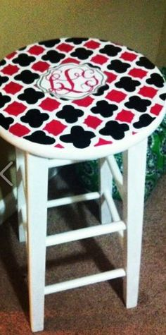 paint a monogram stool