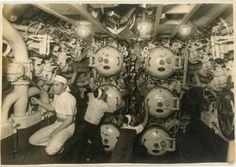 6.「沈んでいく艦に敬礼を…」爆破直前の伊53 1946年4月1日 / Japanese submarine I-53 (before blasting disposal) Nagasaki, April 1946