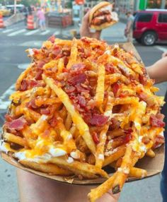LOADED FRIES with aged cheddar, sour cream, and topped with bacon😋 Credi Think Food, I Love Food, Good Food, Yummy Food, Healthy Food, Tasty, Dinner Healthy, Vegan Food, Junk Food Snacks