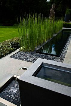 40 Incredible Modern Garden Landscaping Design Ideas On a Budget A modern or contemporary garden is characterized by a sleek, streamlined and sophisticated style. Modern garden designs draw on the simplicity of Asian des Modern Landscape Design, Modern Garden Design, Backyard Garden Design, Large Backyard, Garden Landscape Design, Modern Landscaping, Contemporary Landscape, Front Yard Landscaping, Landscaping Ideas