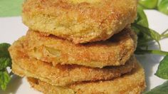 Best Tomato Recipes How to Make the Best Fried Green Tomatoes. There are more methods for making fried green tomatoes than you can shake a cast-iron skillet at. But here are some rules of thumb! Green Tomato Recipes, Vegetable Recipes, Fried Green Tomatoes, Cherry Tomatoes, Vegetable Dishes, Frittata, The Best, Fries, Cooking Recipes