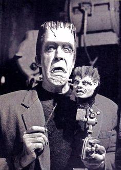 Hermie Munsters Tv Show, The Munsters, Munsters House, La Familia Munster, Herman Munster, Rock Poster, Yvonne De Carlo, Adams Family, Frankenstein's Monster