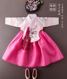 미미당의 Korean Traditional, Traditional Fashion, Traditional Outfits, Girls Dresses, Flower Girl Dresses, Summer Dresses, Korean Hanbok, Little Fashion, Lolita Dress