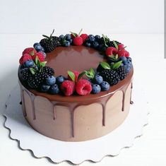 New Screen fruit cake decorating Concepts - yummy cake recipes Cake Decorated With Fruit, Fresh Fruit Cake, Cake Recipes, Dessert Recipes, Dessert Decoration, Almond Cakes, Drip Cakes, Pretty Cakes, Celebration Cakes