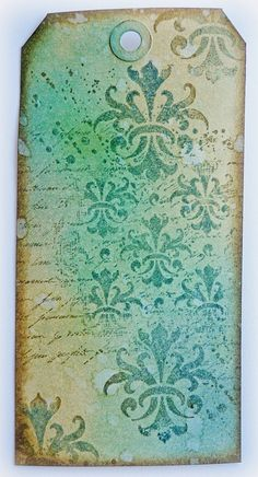 A blog to share papercrafts, mixed media art and share tutorials. I have a vintage/shabby chic style and love everything Tim Holtz.