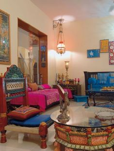 30 interior design ideas in Indian style for a colorful, exotic home – Indian Living Rooms Indian Homes, Interior Design, House Interior, Home Decor Furniture, Interior, Indian Home Decor, Indian Interior Design, Indian Room, Home Decor