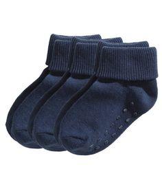 CONSCIOUS. Finstickade strumpor med vikbart skaft. (Stl 19/21-22/24 med halkskydd.) Strumporna är delvis tillverkade av ekologisk bomull.