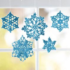 Crochet Snowflake Crafts  these make me think of my mom and all the snowflakes she made.  Wish I had some.