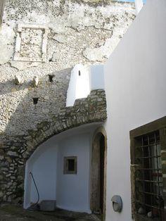 Καλοκαιρινές, ένας οικισμός στα Κύθηρα με φρουριακή αρχιτεκτονική – Ελένη Χάρου