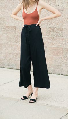 cropped black pants with minimalist tank // love this modern summer outfit