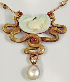 Lalique loved all things creepy, crawly and made this Oh-So-Real looking brooch out of horn, glass and pearl in 1902.