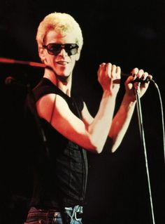 Lou Reed on stage 1974