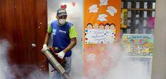 Alcaldía Metropolitana realiza jornada de fumigación La Fundación de Conservación Metropolitana (FUNCOME), ente adscrito a la Alcaldía Metropolitana de Caracas, lleva adelante un intensivo plan de fumigación en los planteles educativos y en las comunidades de la ciudad Capital.  http://wp.me/p6HjOv-3Yv ConstruyenPais.com