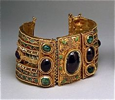 Gold bracelet from the first B.C. encrusted with precious stones and multi-colored in a tomb in the Greek colony of Olbia.