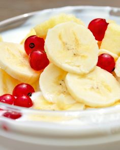 Pre-workout fuel recipes.   ...Yogurt and bananas, peanut butter and apples, and more. This is easy.