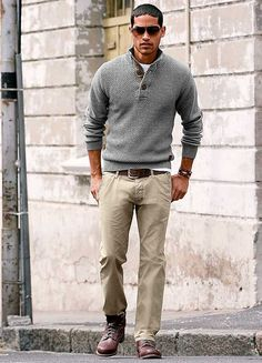 55 Mens Chinos Outfit for Cool Casual Style - Fashion Week Hommes, Mens Fashion Week, Mens Fashion Suits, Style Casual, Men Casual, Style Costume Homme, Sneakers Beige, Beige Chinos, Beige Pants