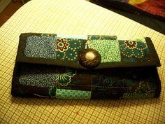 I topstitch along the edges of each side, then fold Sew Wallet, Fabric Wallet, Clutch Wallet, Card Wallet, Coin Purse Tutorial, Zipper Pouch Tutorial, Tote Tutorial, Handbag Patterns, Bag Patterns To Sew