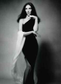 Mariacarla Boscono by Sølve Sundsbø for Vogue China .