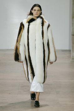 See the complete Ellery Fall 2017 Ready-to-Wear collection. Catwalk Fashion, Fashion Week, Fashion 2017, High Fashion, Winter Fashion, Fashion Show, Fashion Trends, Elite Fashion, Paris Fashion