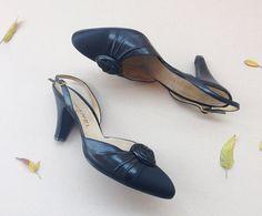 Chanel pumps shoes / Vintage 80s heels leather satin shoe / Chanel camelia flower sling back pumps / slingback shoes / Uk 5 EUR 38 US 7.5 by Skomoroki