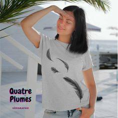 Quatre Plumes t-shirt pour femme, impression sérigraphie encre base à l'eau éco, impression fait au Québec
