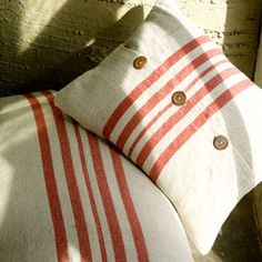 Coussin en lin naturel rayures verticales rouges Rustic Nkuku